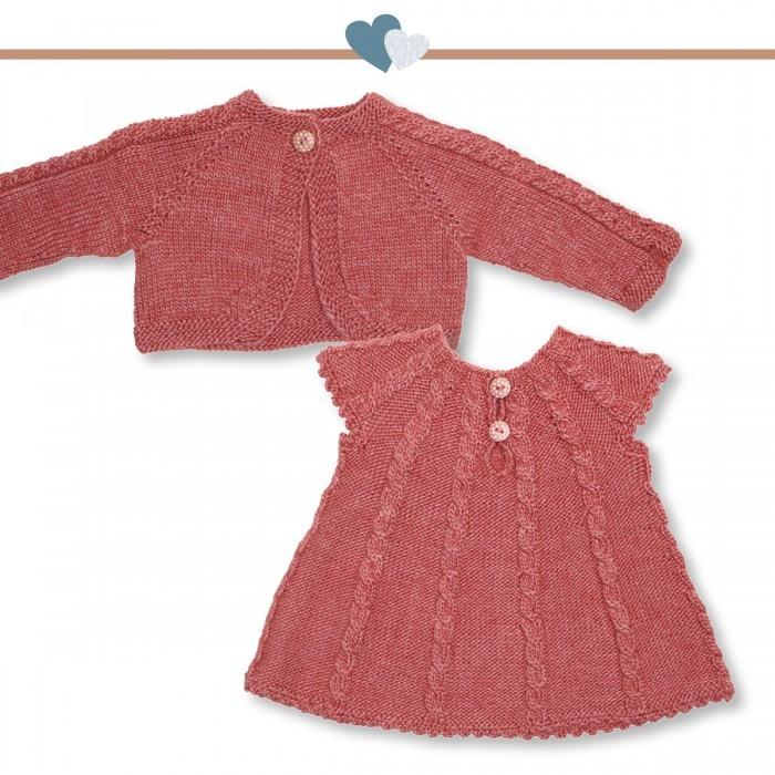 stickad babyklänning beskrivning