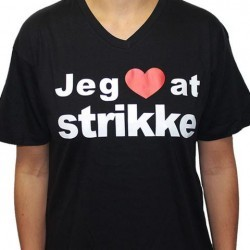 T-shirt - Jeg ❤ at strikke  Hobbii