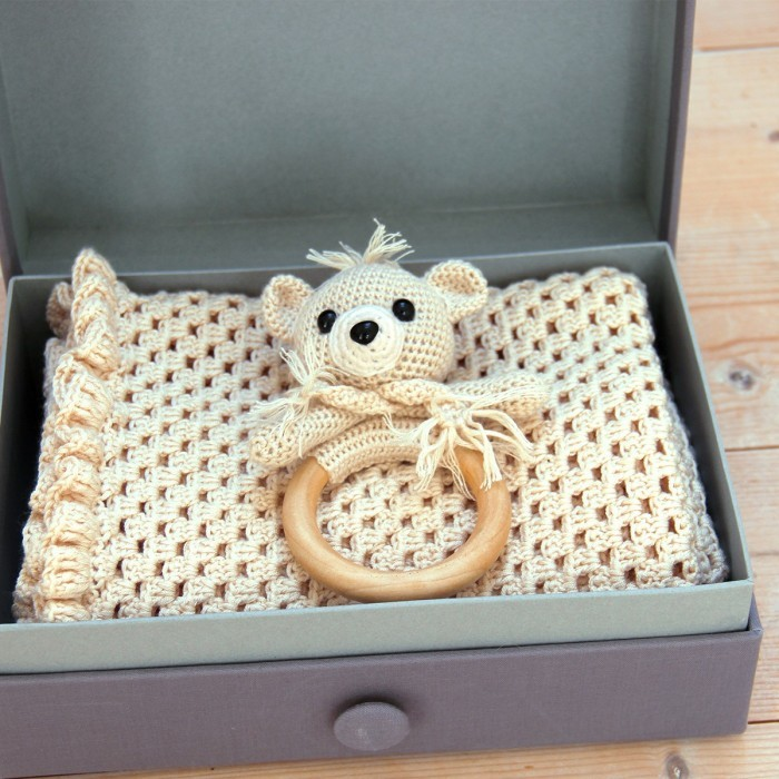 Exclusive Gift Box Accessories Go Handmade