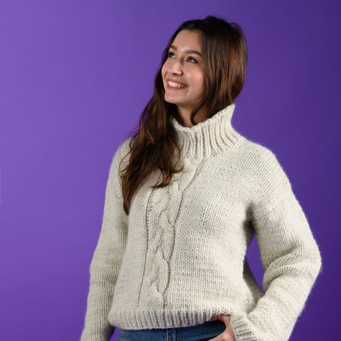 Ulla - Sweater with cable Patterns