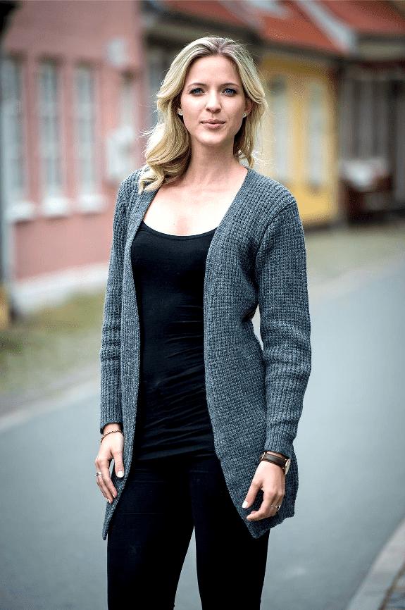 Strikkeopskrift på sweater med V udskæring en klassiker